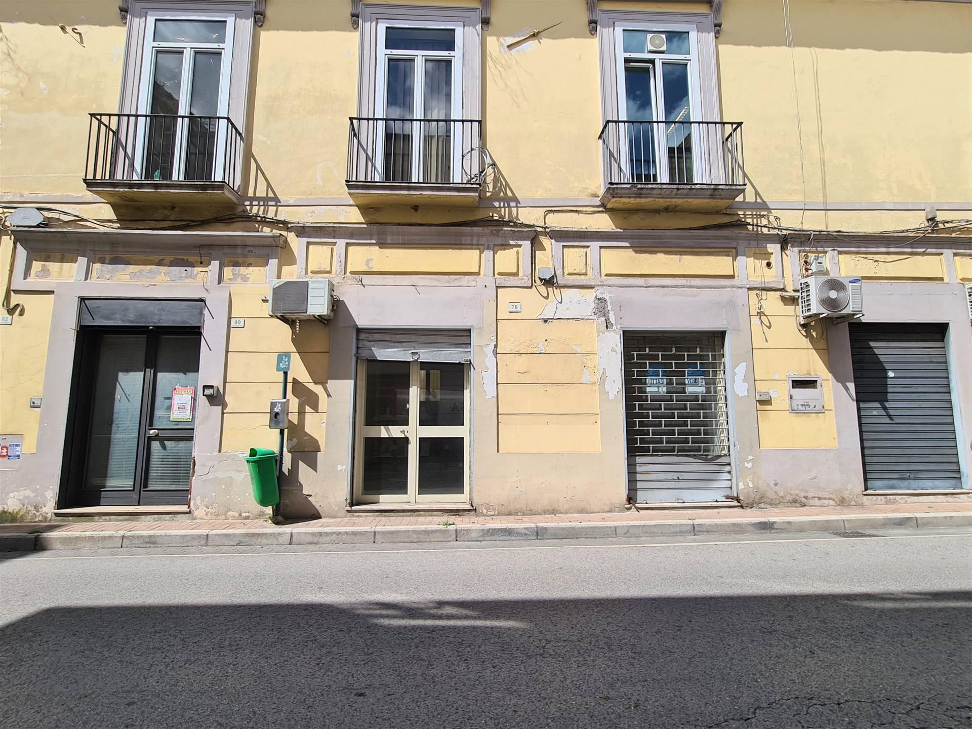 Negozio / Locale in affitto a Santa Maria Capua Vetere, 1 locali, prezzo € 450   CambioCasa.it