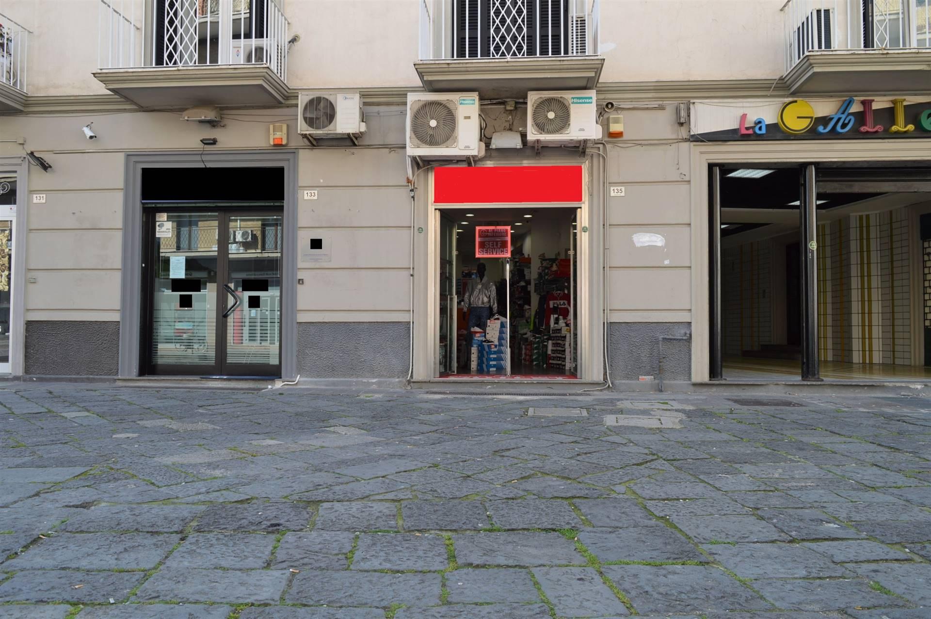 LV052B-Locale Commerciale-SANTA-MARIA-CAPUA-VETERE-Corso-Aldo-Moro