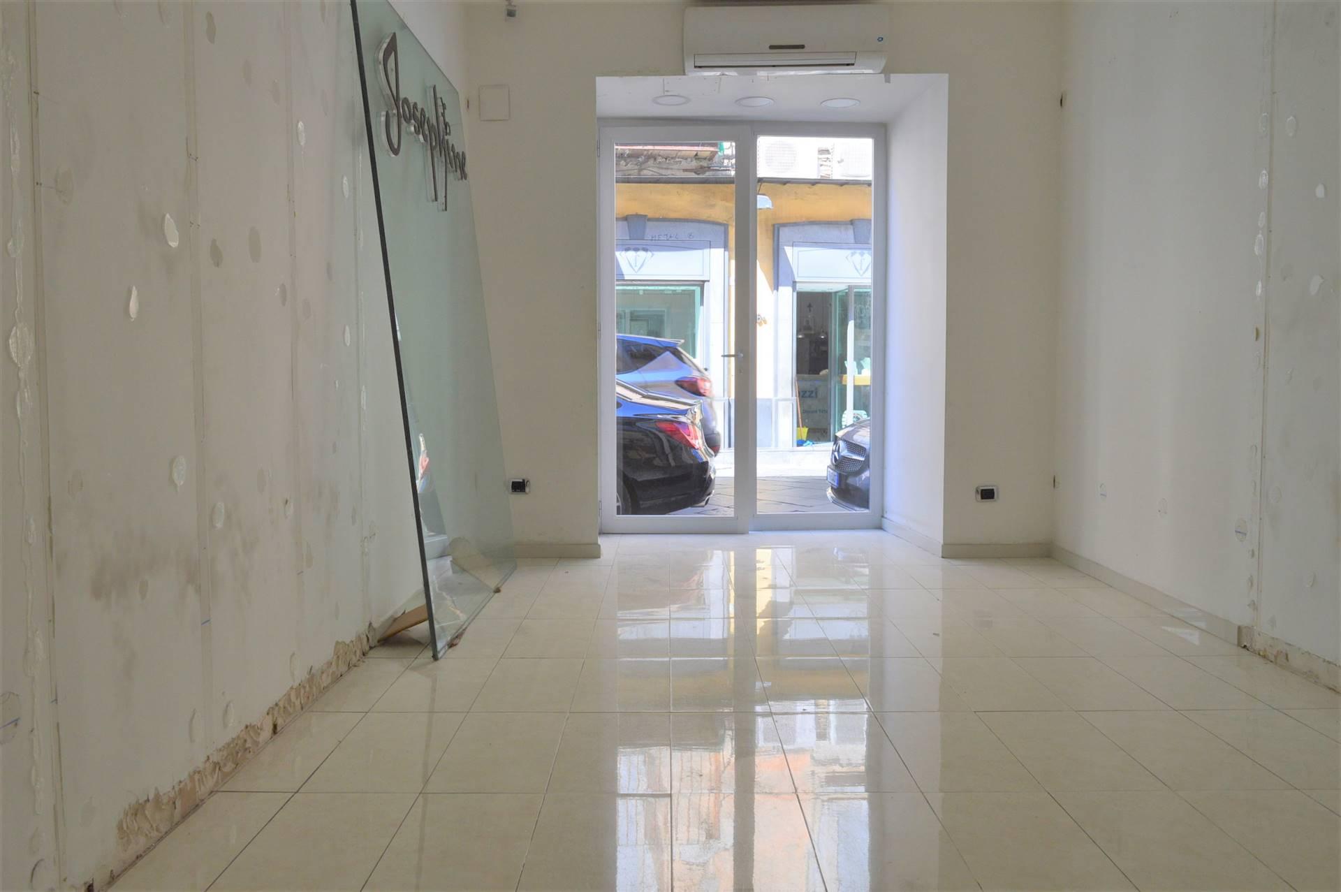 LF234A-Locale Commerciale-SANTA-MARIA-CAPUA-VETERE-Via-Mazzocchi-