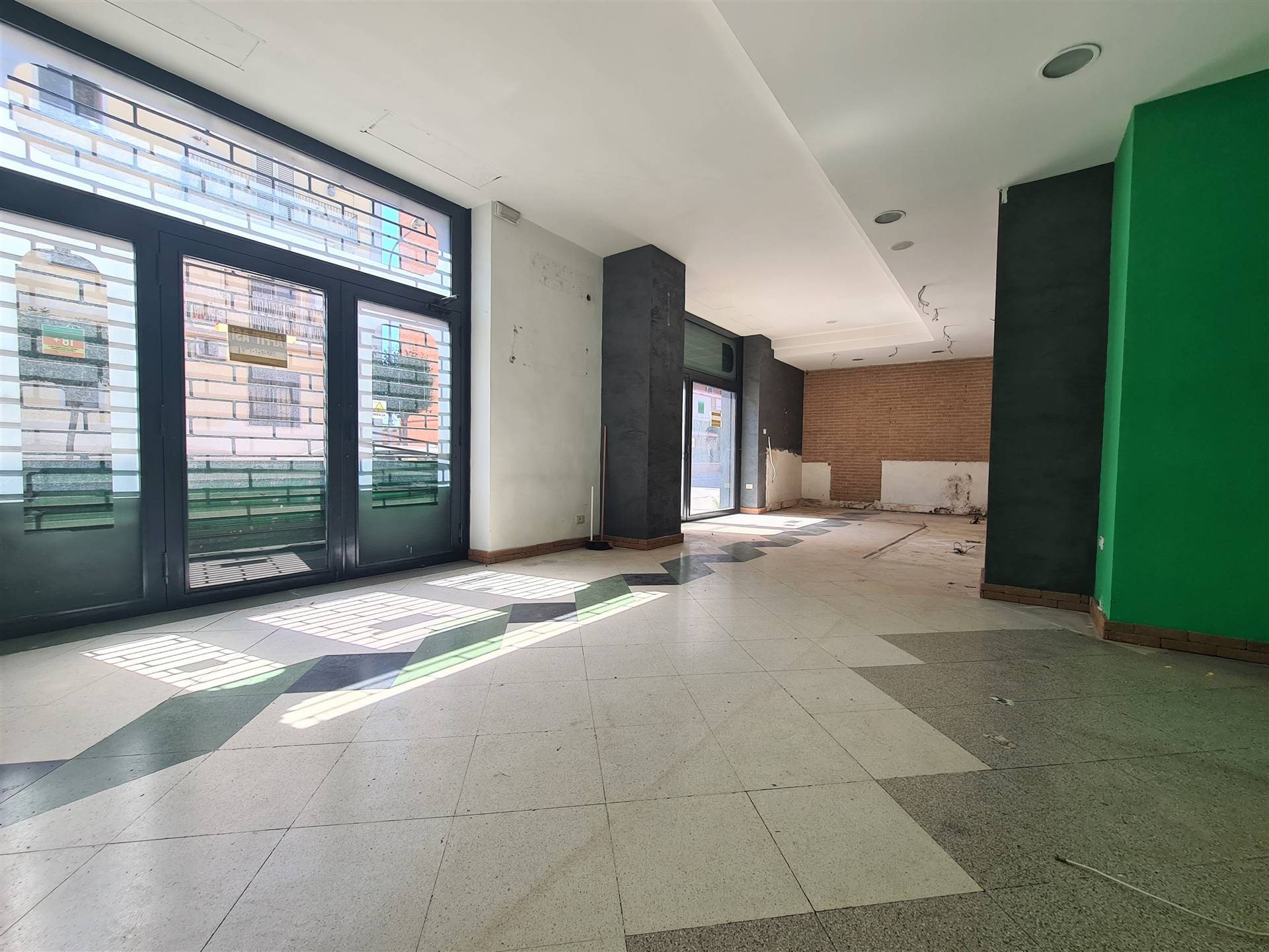 LF239-Locale Commerciale-CURTI-Viale-Kennedy