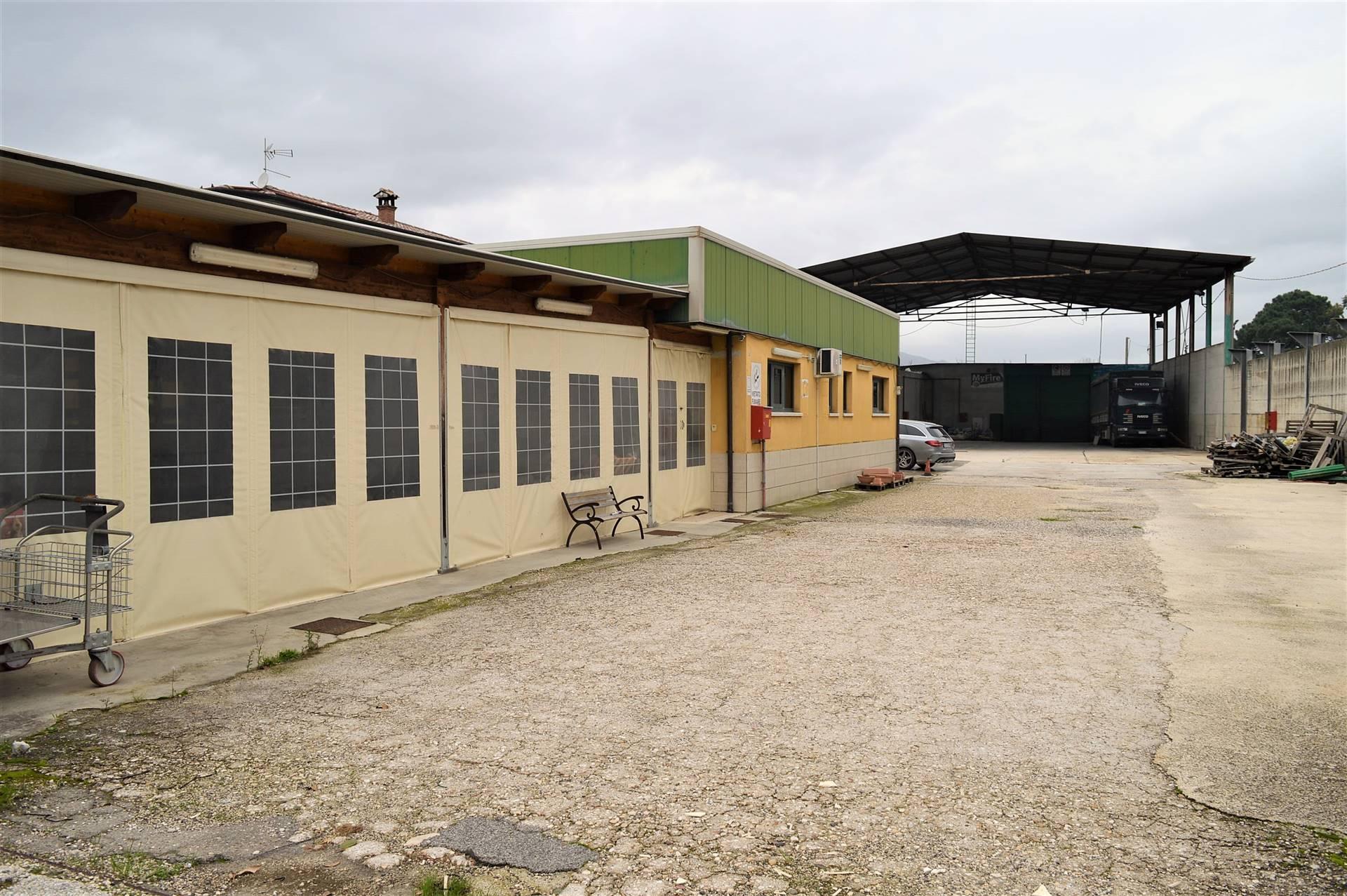 Capannone in vendita a Vairano Patenora, 3 locali, prezzo € 300.000   CambioCasa.it