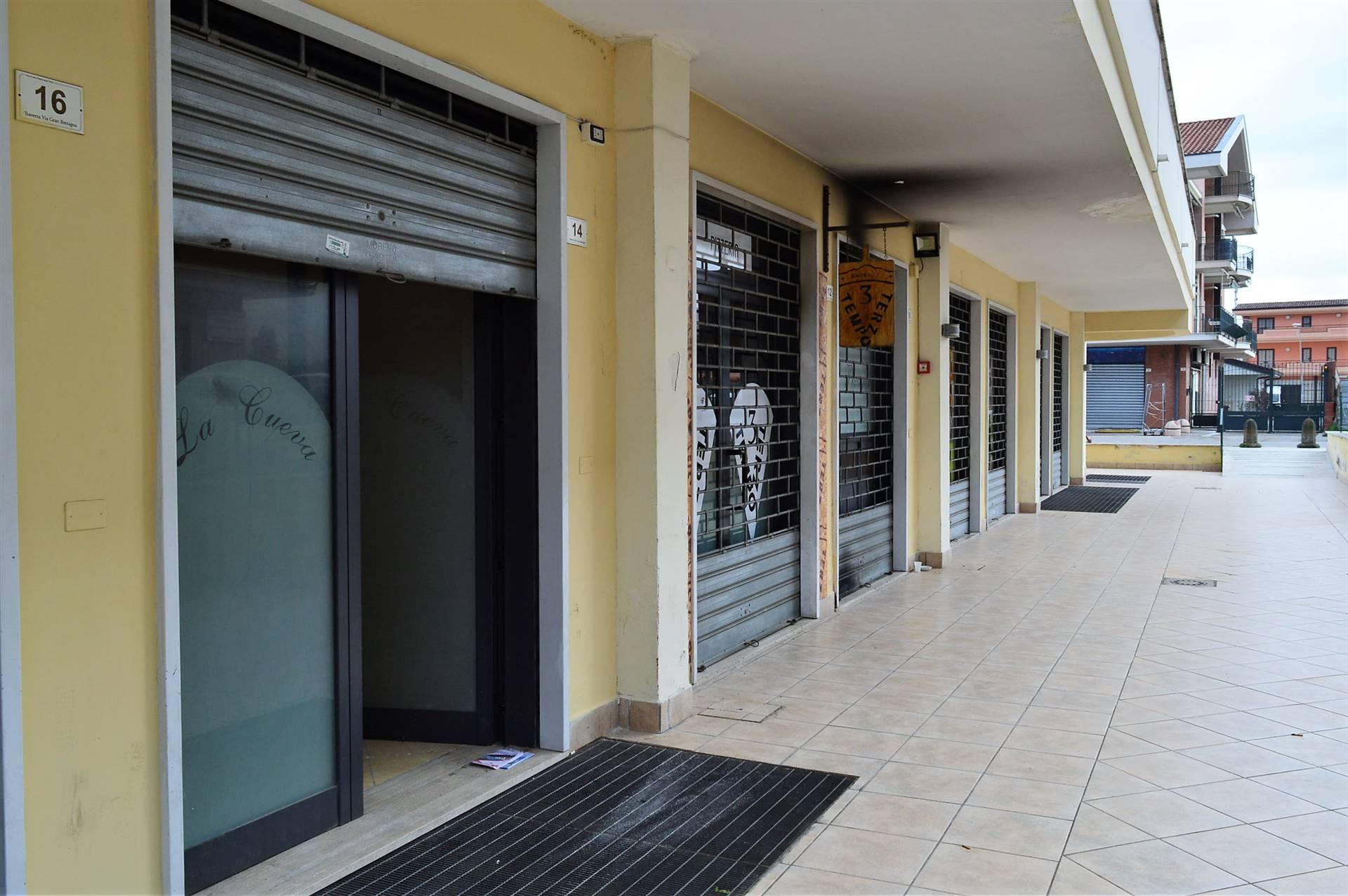 LV042E-Locale Commerciale-SANTA-MARIA-CAPUA-VETERE-Via-Gran-Bretagna-