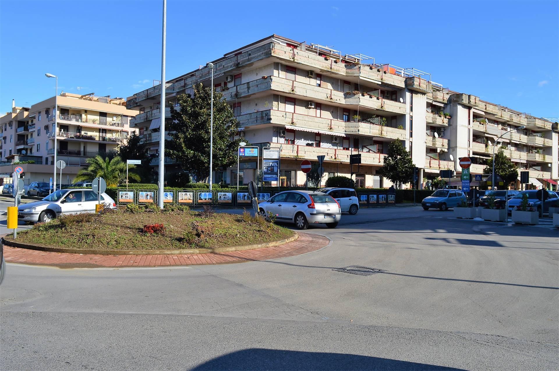 LF205D-Locale Commerciale-SANTA-MARIA-CAPUA-VETERE-Viale-Consiglio-D'Europa