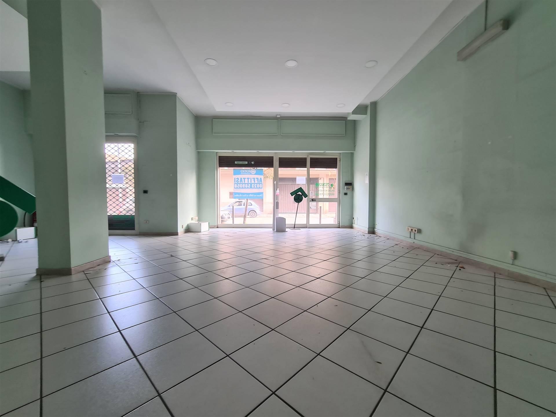 LF238A-Locale Commerciale-SANTA-MARIA-CAPUA-VETERE-Viale-Kennedy-