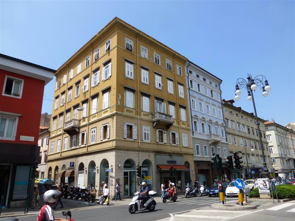 Trilocale in Largo Barriera   8, Trieste