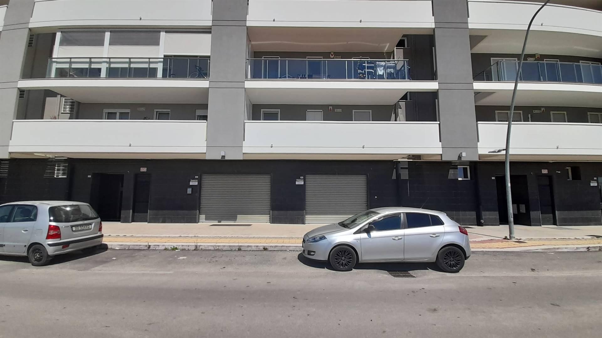 Immobile Commerciale in vendita a Barletta, 3 locali, zona Località: 167, prezzo € 100.000 | CambioCasa.it