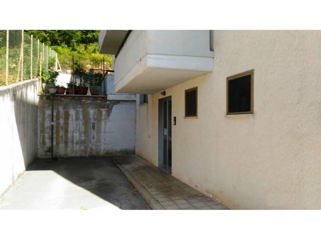 ingresso condominio/condominium entrance