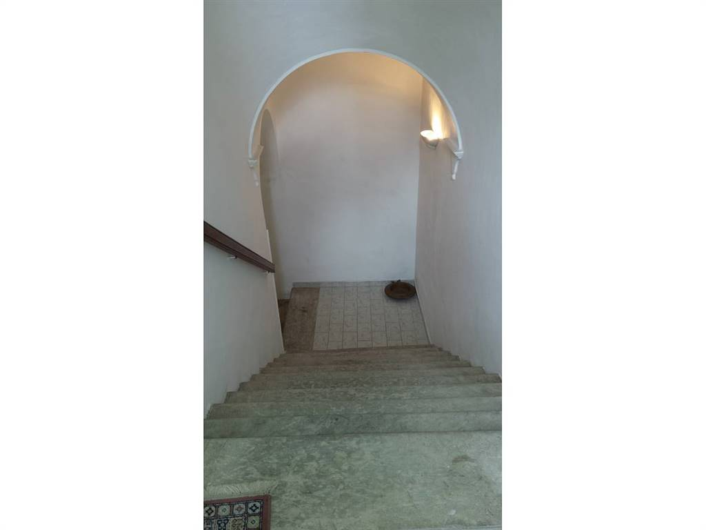 Scalinata al primo pianoi/stairs to first floor