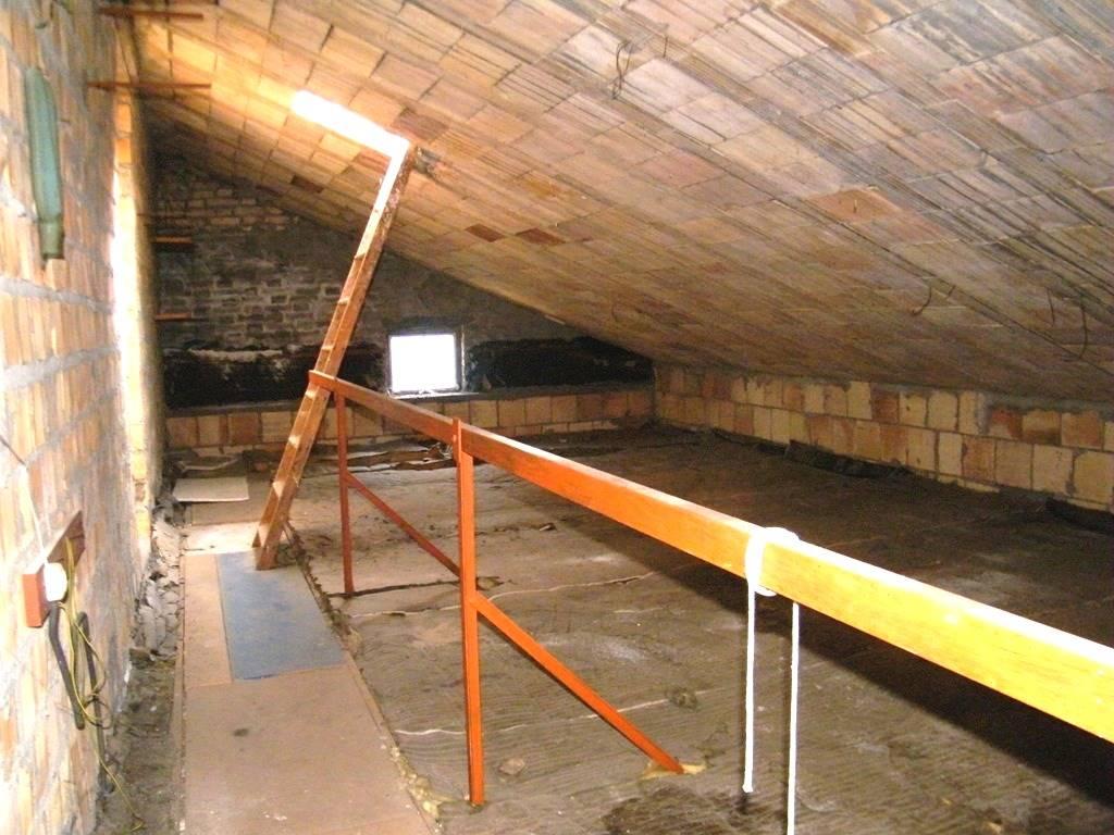 Sottotetto grezzo/unfinished loft