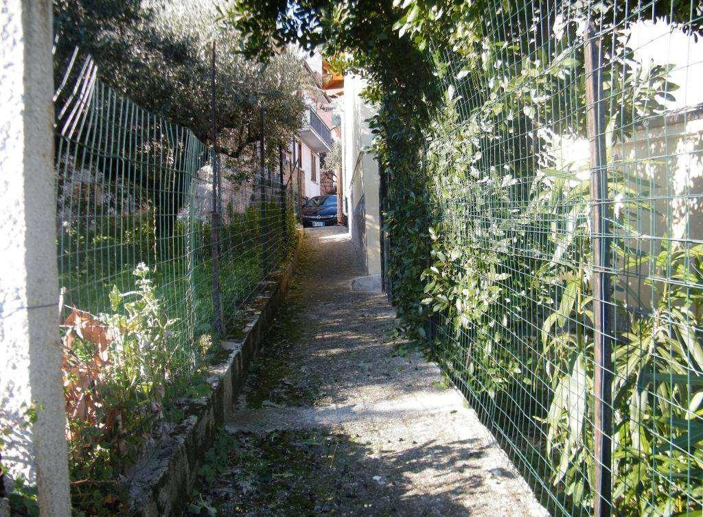 Vialetto di accesso/entrance path