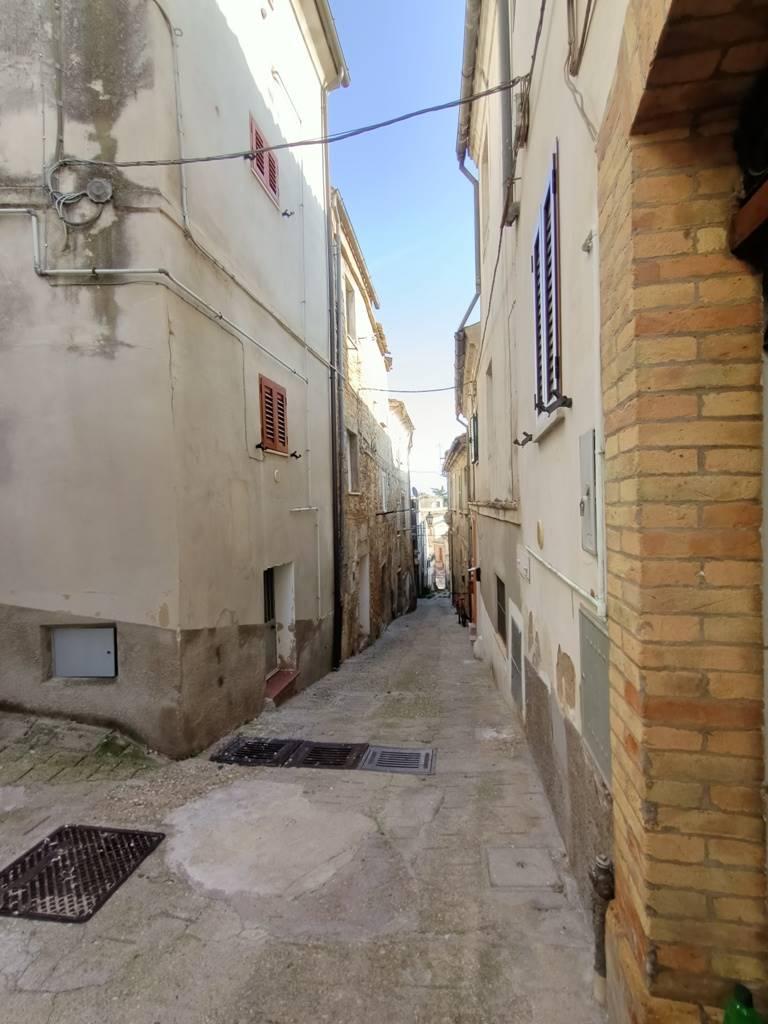 vista vicolo alley view