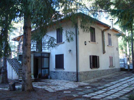 Soluzione Indipendente in affitto a Spezzano della Sila, 3 locali, zona Zona: Camigliatello Silano, prezzo € 1.000   CambioCasa.it