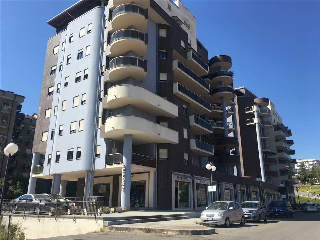 VIALE MANCINI, COSENZA, Penthouse for sale of 210 Sq. mt., Excellent Condition, Heating Individual heating system, Energetic class: G, placed at 8°