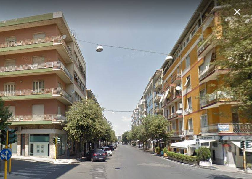 VIA ROMA, COSENZA, Office for rent of 70 Sq. mt., Habitable, Heating Non-existent, Energetic class: G, composed by: 2 Rooms, 1 Bathroom, Elevator,