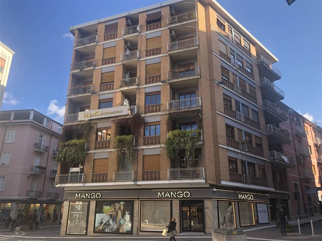MAZZINI, COSENZA, Appartamento in vendita di 130 Mq, Ottime condizioni, Riscaldamento Autonomo, Classe energetica: F, posto al piano 5° su 6,