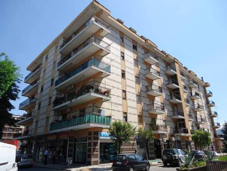 Negozio / Locale in affitto a Rende, 1 locali, zona Zona: Quattromiglia, prezzo € 550   CambioCasa.it