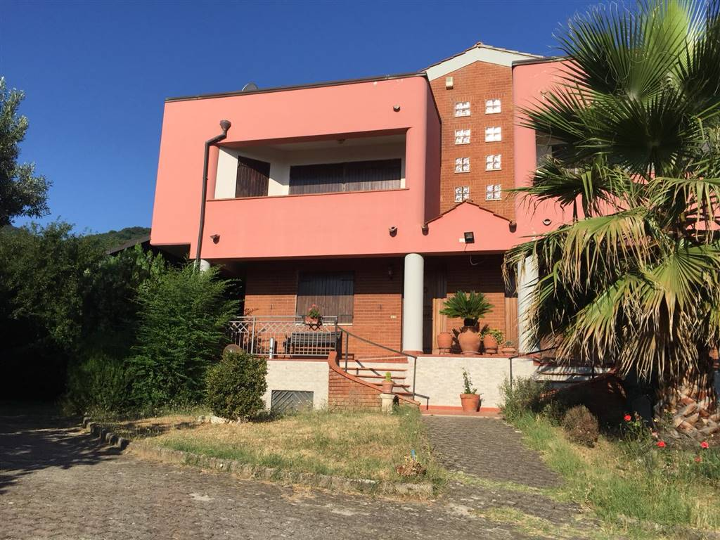 Villa a Schiera in vendita a Marano Marchesato, 9 locali, prezzo € 139.000   CambioCasa.it