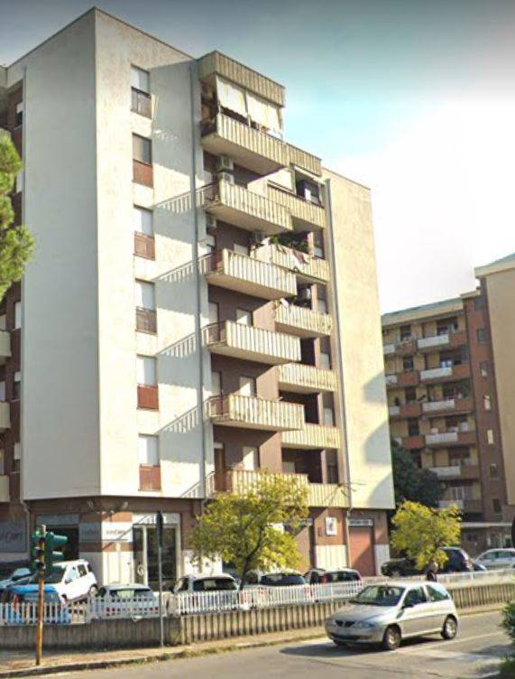 COMMENDA, RENDE, Shop for rent of 120 Sq. mt., Energetic class: G, composed by: 1 Room, 1 Bathroom, Price: € 950