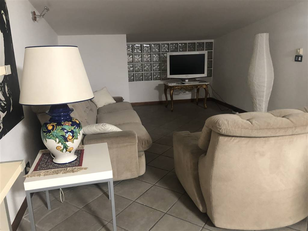 PASQUALE ROSSI, COSENZA, Apartment for rent of 80 Sq. mt., Excellent Condition, Energetic class: G, composed by: 2 Rooms, Separate kitchen, , 1
