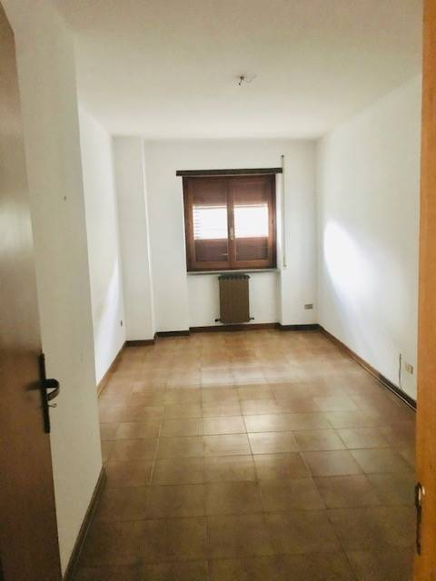 ANDREOTTA, CASTROLIBERO, Apartment for rent of 145 Sq. mt., Good condition, Heating Individual heating system, Energetic class: G, placed at 2° on 3,