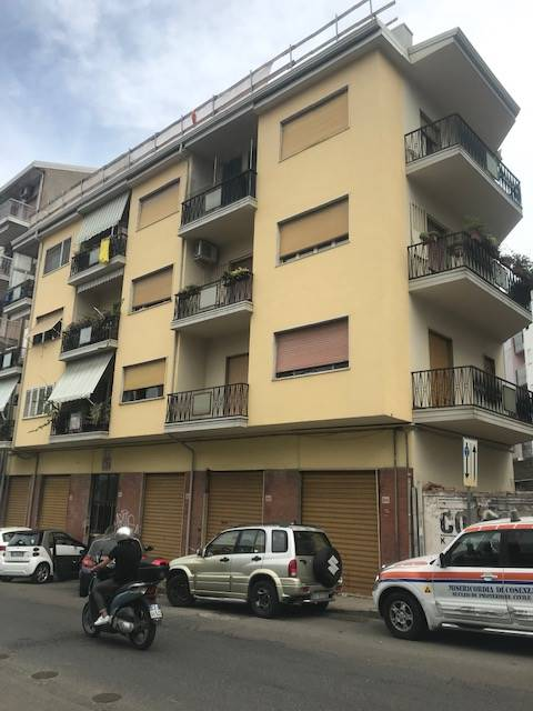 VIA PANEBIANCO, COSENZA, Apartment for rent of 120 Sq. mt., Habitable, Heating Individual heating system, Energetic class: G, placed at 3° on 3,