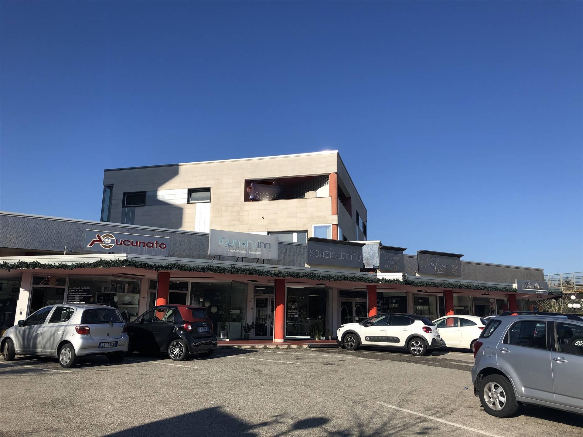 Commenda di Rende- Viale Kennedy- Ufficio di recente costruzione in stabile direzionale, posto al piano secondo e composto da ampio ingresso/sala
