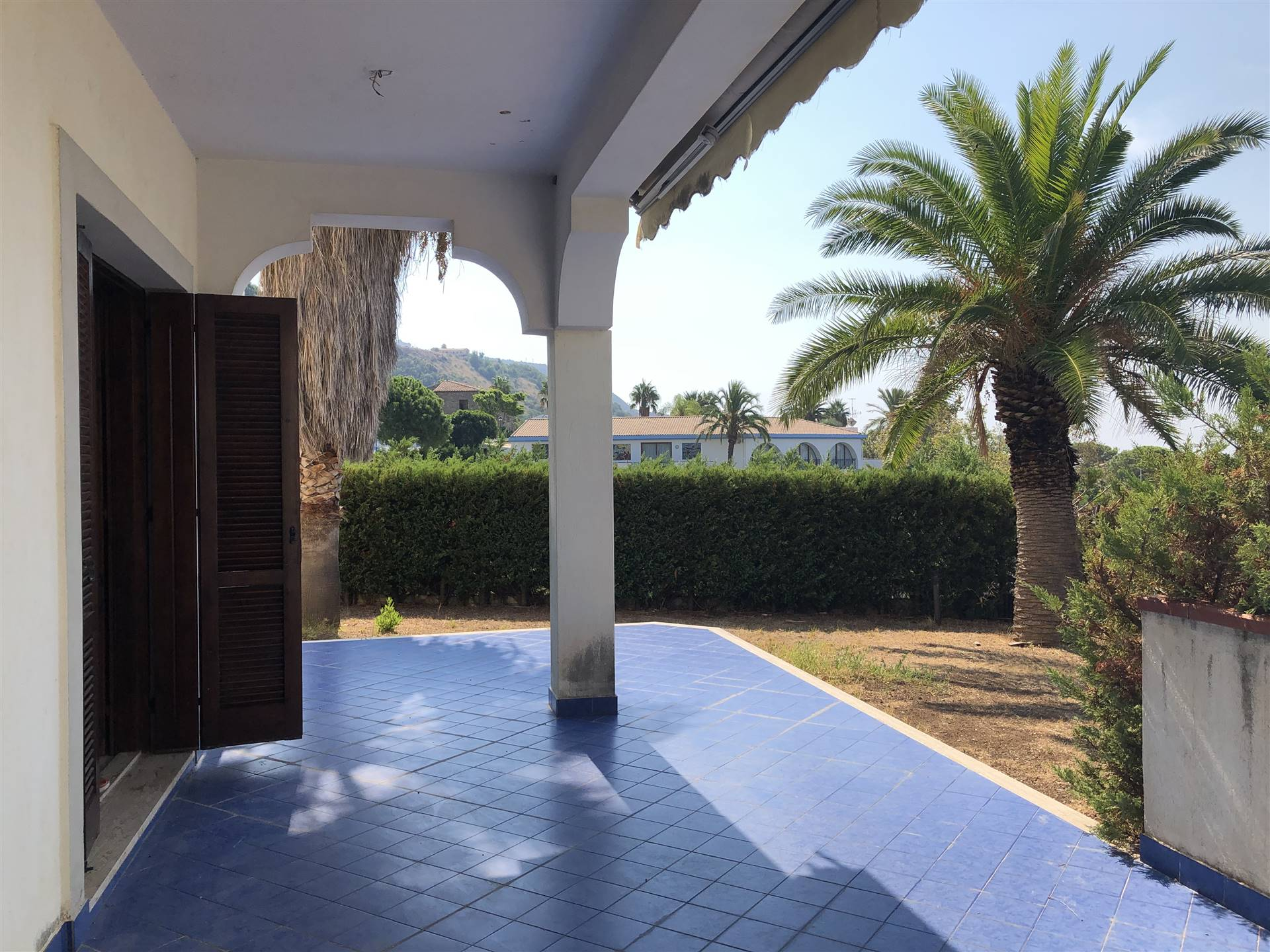 CITTADELLA DEL CAPO, BONIFATI, Duplex villa for sale of 180 Sq. mt., Habitable, Energetic class: G, placed at Ground on 3, composed by: 6 Rooms,