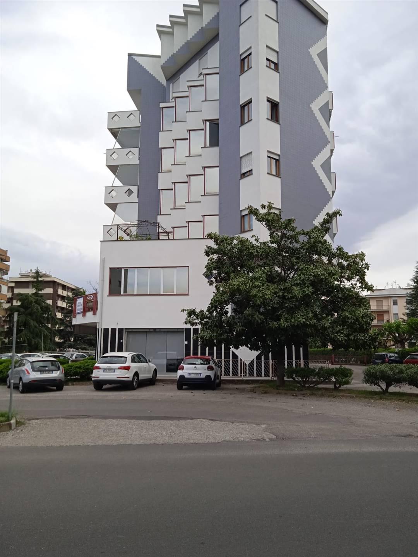 Ufficio / Studio in affitto a Rende, 2 locali, zona Zona: Roges, prezzo € 600   CambioCasa.it
