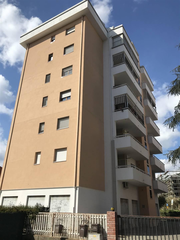 Appartamento in affitto a Cosenza, 4 locali, zona Zona: Via Popilia, prezzo € 550   CambioCasa.it