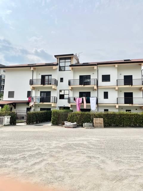 Appartamento duplex di circa 230 mq. in uno stabile costruito nel 2007 posto al secondo e terzo piano collegati con una scala interna L'immobile è