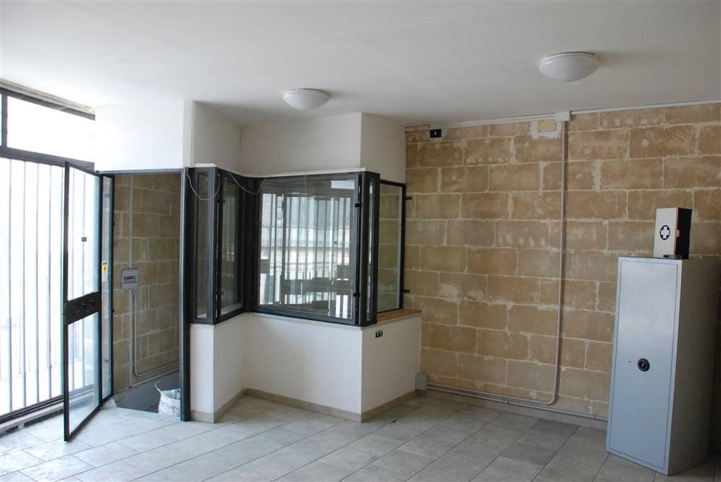 Ufficio / Studio in affitto a Oria, 4 locali, prezzo € 300 | CambioCasa.it