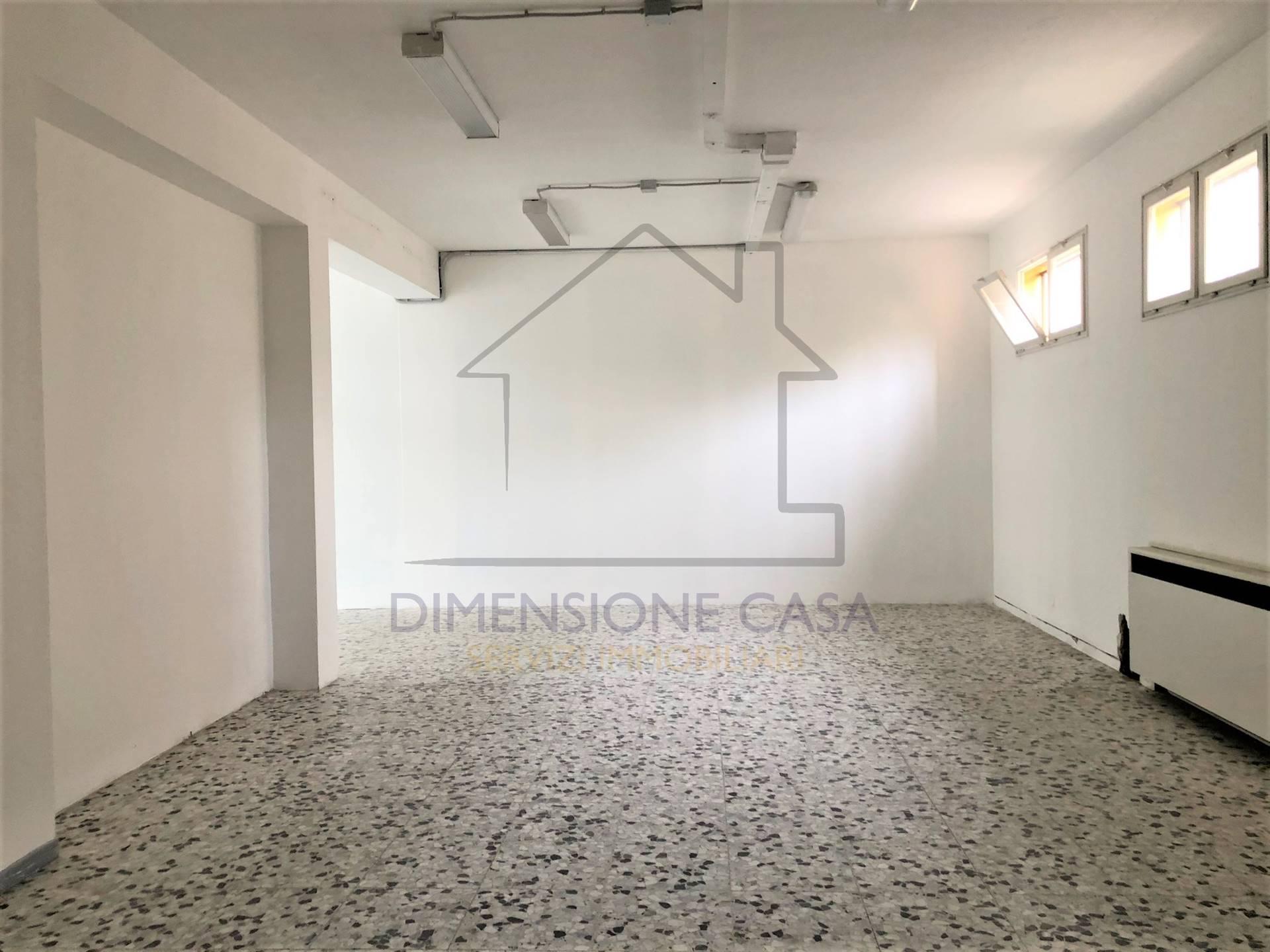 Negozio / Locale in affitto a Carpi, 1 locali, zona Località: STADIO, prezzo € 800 | CambioCasa.it