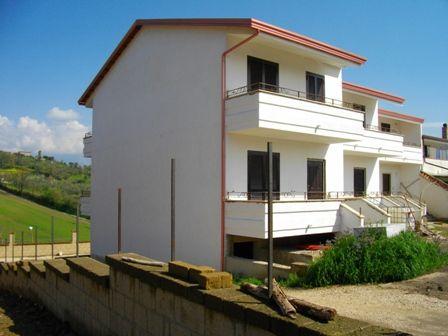 Villa a schiera, Isola, Castel Campagnano, in nuova costruzione