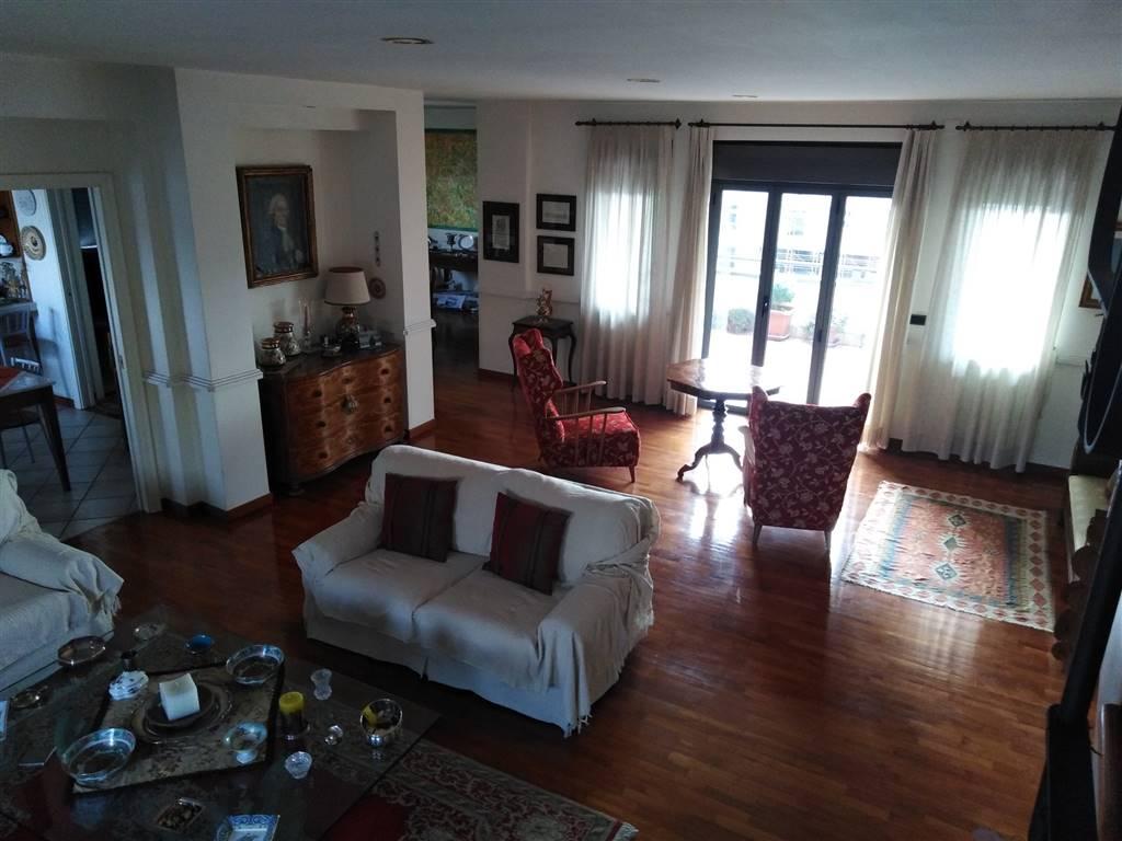 Appartamento in vendita a San Prisco, 5 locali, prezzo € 295.000 | PortaleAgenzieImmobiliari.it