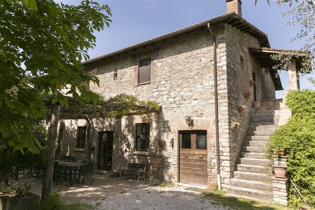 Rustico / Casale in vendita a Orte, 10 locali, prezzo € 390.000 | CambioCasa.it