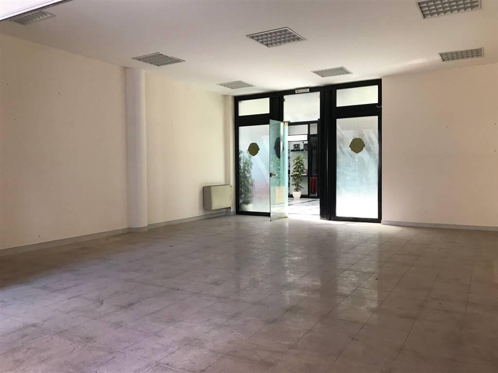 Negozio / Locale in affitto a Viterbo, 1 locali, zona Località: MURIALDO, prezzo € 390   CambioCasa.it