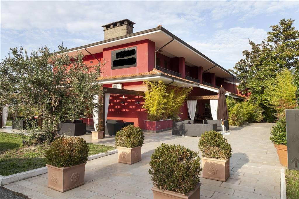 Albergo in vendita a Soriano nel Cimino, 40 locali, Trattative riservate | CambioCasa.it