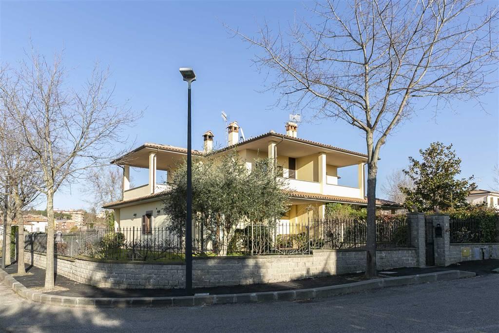 Villa Bifamiliare in Vendita a Viterbo