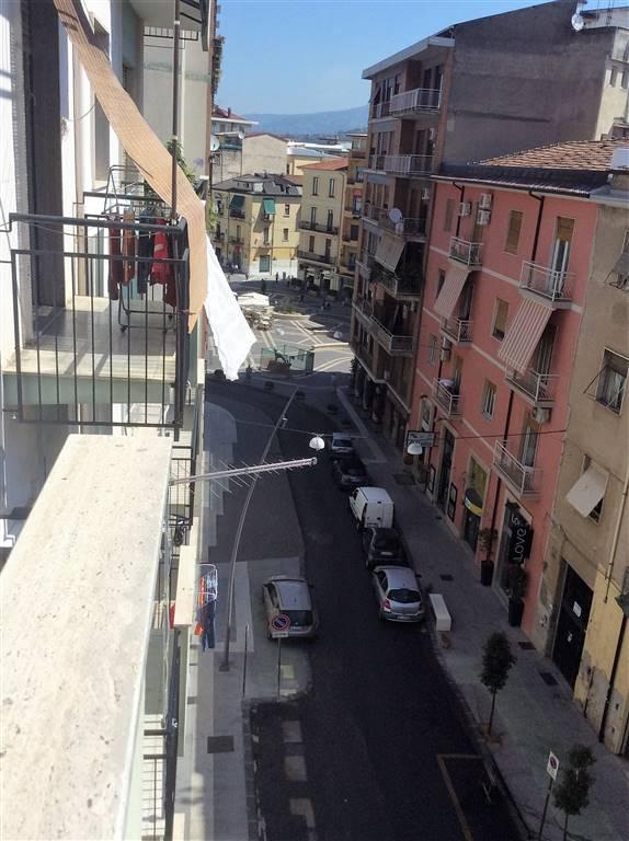 Trilocale in Via Mario Mari, Mazzini, Cosenza