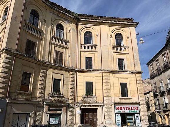 Bilocale in Piazza Crispi, Centro Storico, Cosenza