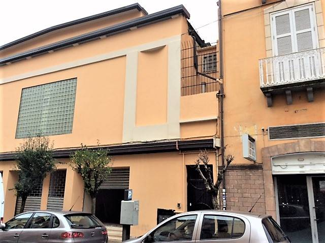 MAZZINI, COSENZA, Business unit for rent of 450 Sq. mt., Good condition, placed at Ground on 1, composed by: , 2 Bathrooms, Price: € 5,000