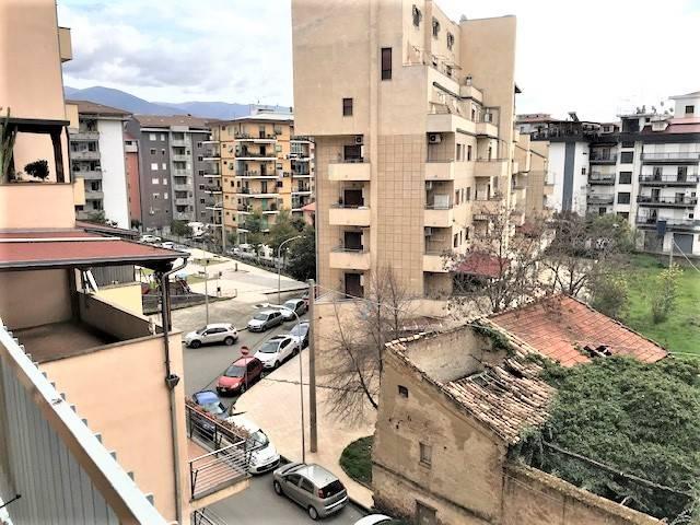 VIA PANEBIANCO, COSENZA, Wohnung zur miete von 130 Qm, Bewohnbar, Heizung Unabhaengig, Energie-klasse: G, am boden 2° auf 5, zusammengestellt von: 4