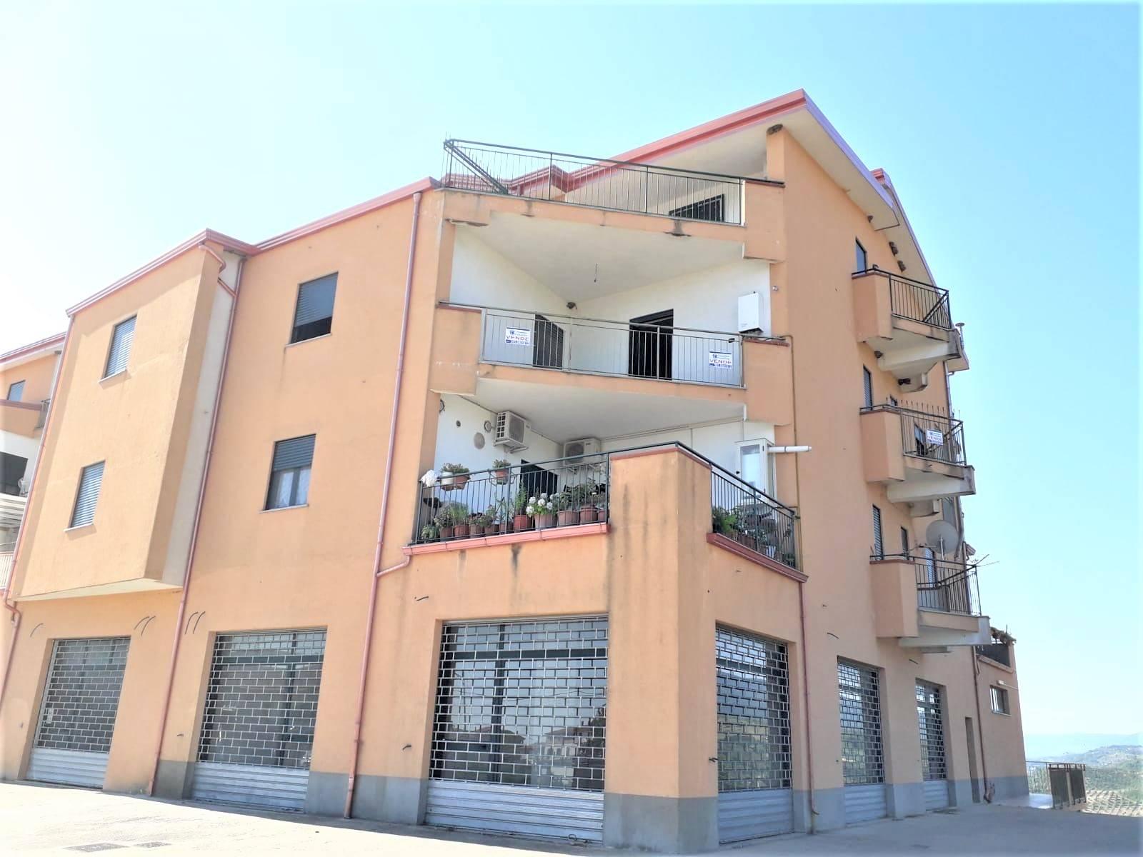 Appartamento in vendita a Torano Castello, 3 locali, zona Zona: Torano Scalo, prezzo € 70.000 | CambioCasa.it