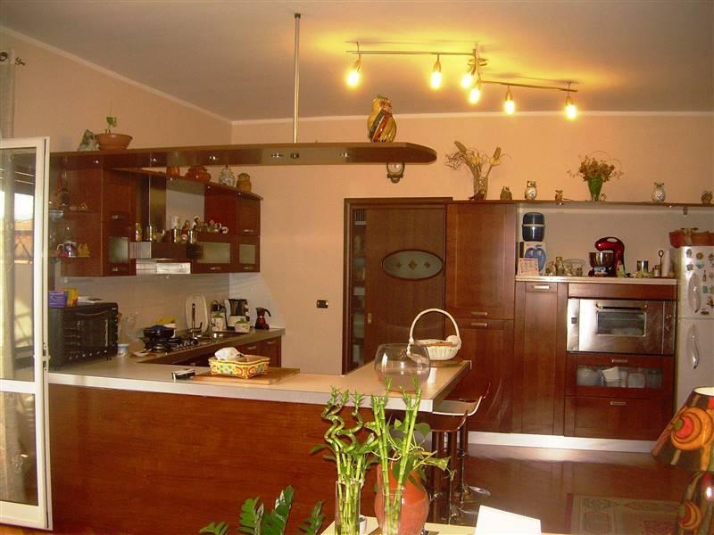 Appartamento in vendita a Castrolibero, 5 locali, prezzo € 152.000 | CambioCasa.it