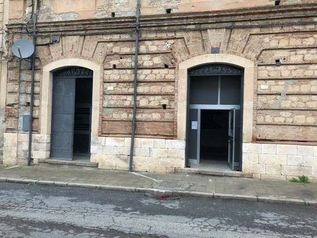 CENTRO CITTÀ, COSENZA, Shop for rent of 240 Sq. mt., Excellent Condition, Heating Individual heating system, Energetic class: G, placed at Ground on