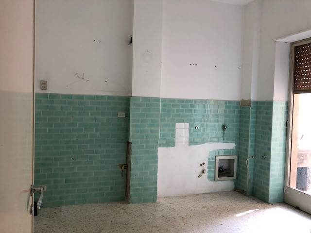 MAZZINI, COSENZA, Apartment for rent of 120 Sq. mt., Habitable, Heating Individual heating system, Energetic class: G, placed at 3°, composed by: 3