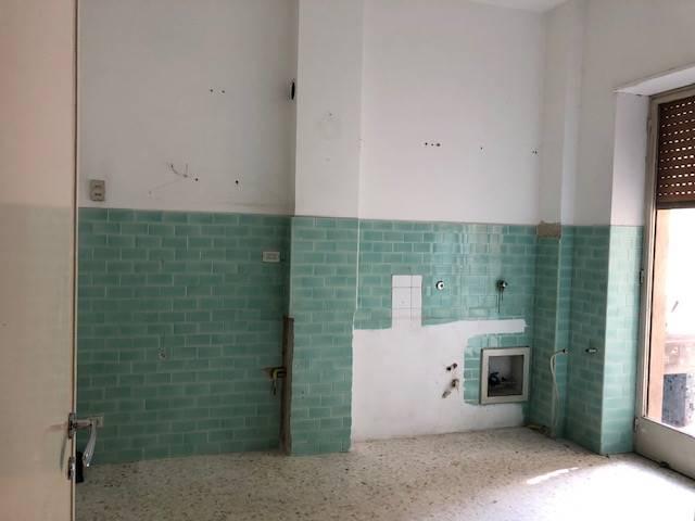 MAZZINI, COSENZA, Wohnung zur miete von 120 Qm, Bewohnbar, Heizung Unabhaengig, Energie-klasse: G, am boden 3°, zusammengestellt von: 3 Raume, , 2