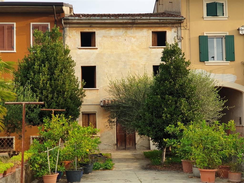 Soluzione Indipendente in vendita a Villafranca di Verona, 6 locali, zona Zona: Rosegaferro, prezzo € 75.000 | CambioCasa.it