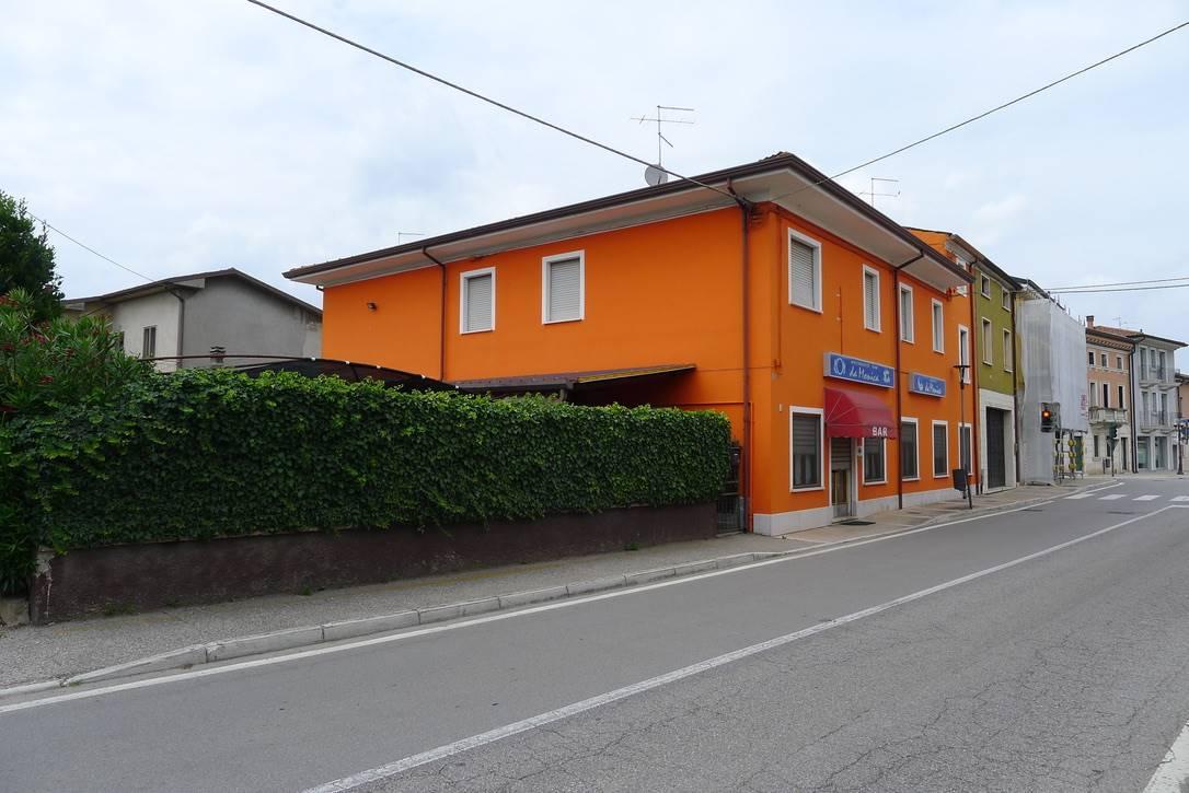 Albergo in vendita a Nogarole Rocca, 13 locali, zona Località: PRADELLE, prezzo € 330.000   CambioCasa.it