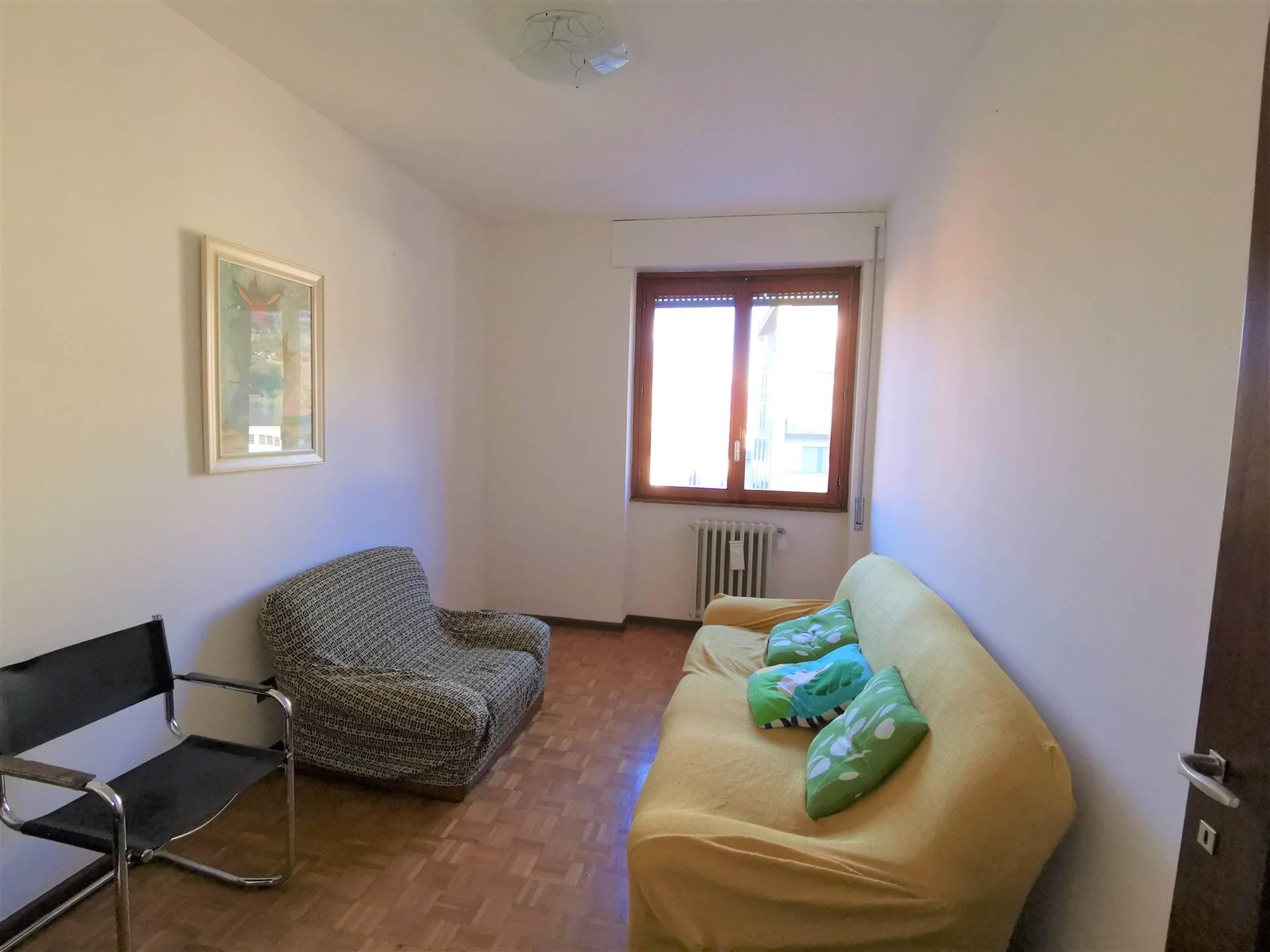 Appartamento in affitto a Sondrio, 3 locali, zona Località: SEMICENTRALE, prezzo € 350 | PortaleAgenzieImmobiliari.it